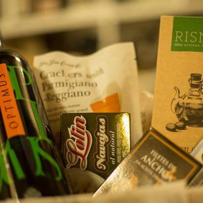 Caja-Voy-de-invitados-lexquisit-caja-exquisita-vino-gourmet-725x483